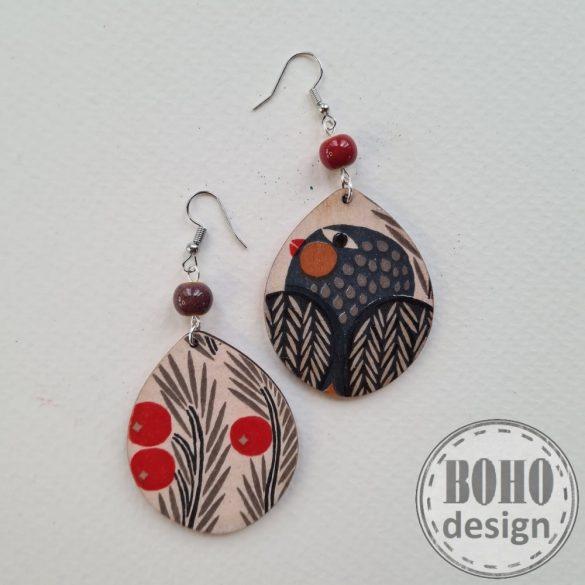 Fekete madaras-pirosbogyós  BOHOdesign aszimmetrikus fülbevaló