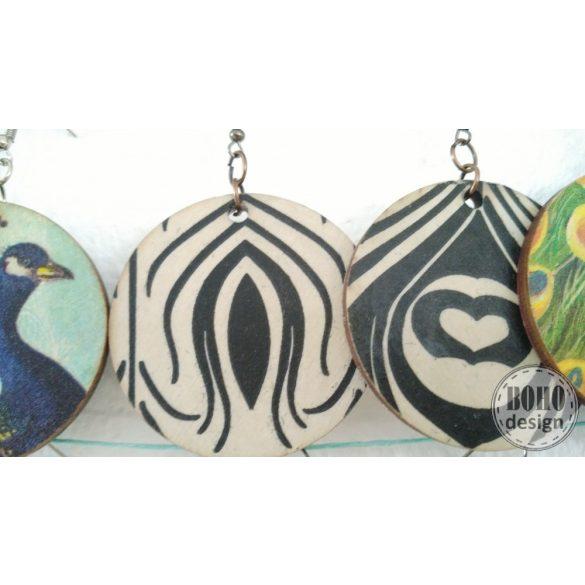 Fekete-fehér pávatollas BOHOdesign aszimmetrikus fülbevaló