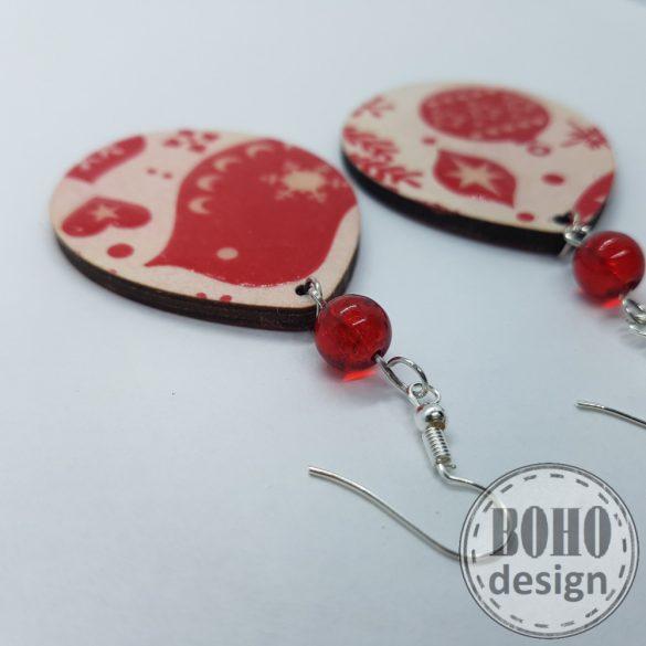 Piros karácsonyfadísz és madár- BOHOdesign aszimmetrikus fülbevaló